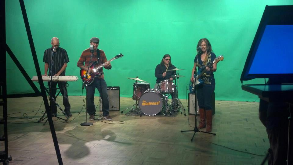 The Modeens get green screen-ed for meowmeow TUCSON